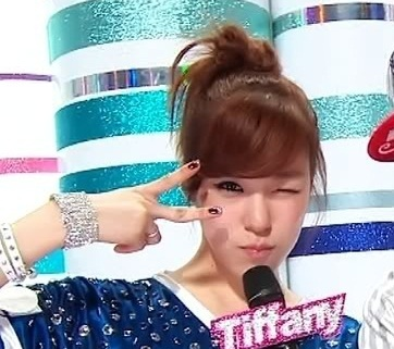 Fany..^^ http://media.tumblr.com/tumblr_lrcflfVZ8q1qdnxtf.gif (cuter version..^^)