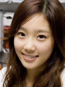 taeyeon!! she looks different!!! XD