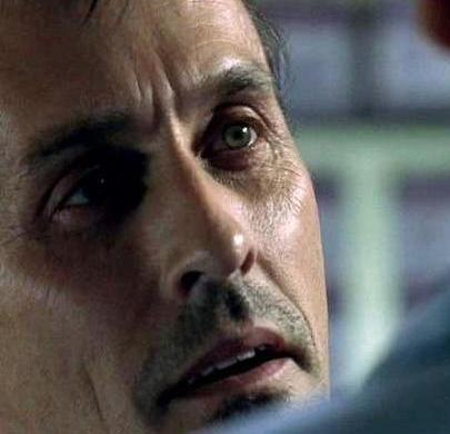 hmm Robert Knepper has brown(/gold)&green eyes. あなた guys here 投稿されました only the golden version. That´s the green side of him. :D
