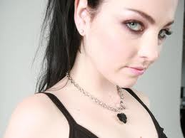 I look like Amy Lee but her without makeup and with straighter hair!
