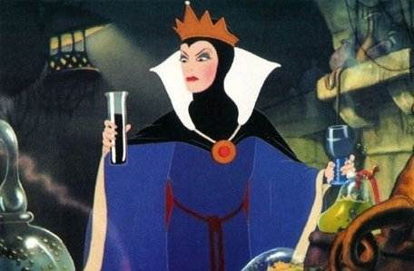 Evil Queen. I am very satisfied. :DDDDDDDDDDDDDD She's my yêu thích villain. The Queen bạn are the Queen from 'Snow White and the Seven Dwarfs'! Your obsession with becoming the fairest in the land will do nothing but drag bạn farther down. Not everyone can be the most beautiful person around, and I'm sure bạn have plenty of other great qualities! Learn to tình yêu yourself as bạn are, and cultivate your best traits. Otherwise, you'll wind up hurting even worse than before.