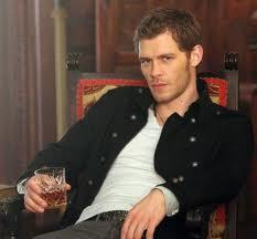 I only like the sadistic, blood-sucking ones. I like classic 뱀파이어 and some of the 뱀파이어 from the Vampire Diaries. Like Klaus. [i]Klaus o_o[/i]