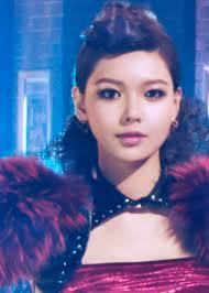 as much as i think Sooyoung is a goddess, i hate this picture. well, the hairstyle is the main cause, but i don't like her face either. it doesn't even look like her, i don't know what they have done to her face it looks so bad