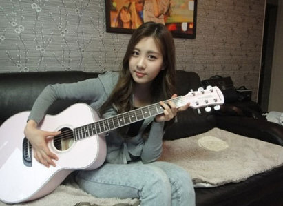 this one, Seohyun with guitar…^^