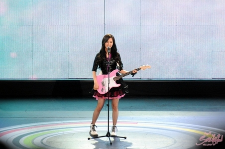 seo with pink guitar.. *_*