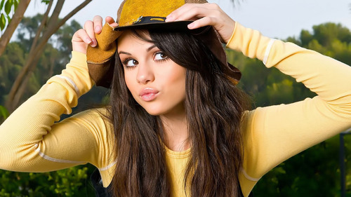i like this one.. She wears yellow シャツ and cowboy hat.... Looking good...!!! hope u like this.. :)