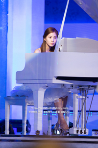 2nd fave member Seohyun and a piano :3