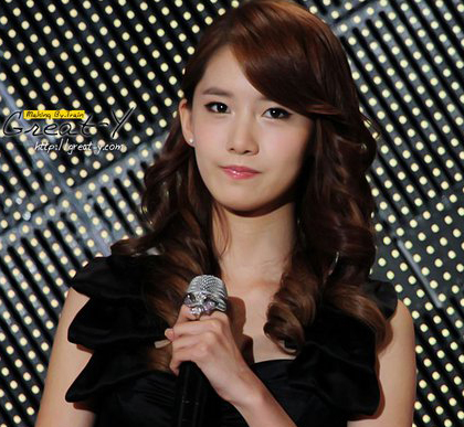 CONTEST!!!Post the best pic of yoona holding a microphone.