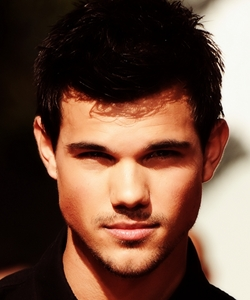 Post a Picture of Taylor from any Twilight Movie :)