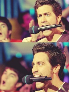 send a funny fotto with Jake...<3[winner will take 15 props..!!!!]