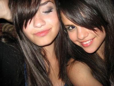 Post a piC with Demi and Selena....xD props...<3
