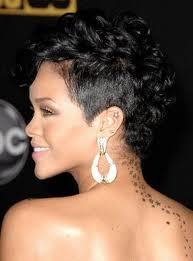*Pics wit Rihanna, Black hair (with streaks, whatever) Winner will receive 5 props & a pic with her from me! I Amore this 1 :D