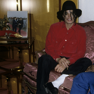 IF MICHAEL WAS SITTING HERE LIKE THIS WAITING FOR te TO SPEAK. WHAT WOULD te SAY TO HIM?
