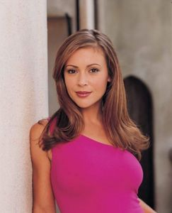 C'mon guuuys! let's get active here we Любовь phoebe right?! :D post your favourite Phoebe Halliwell picture from season 4! the first 3 people gonna get 3 props! :) go!