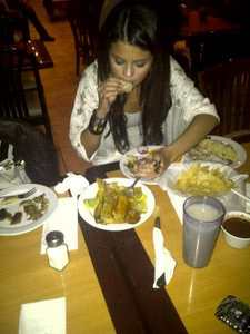 Post a piC of Sel eating our just hold a food...etc..!