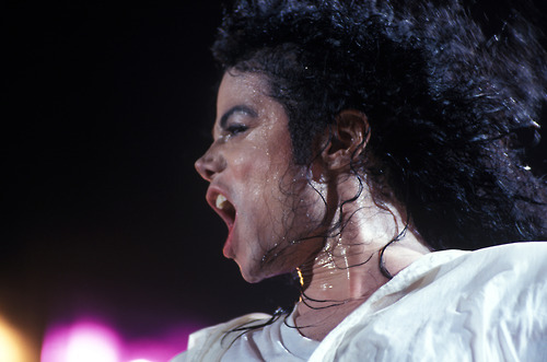 Does anyone else go crazy with lust when they hear Michael sing MONEY??? The way he sings is so seductive and the way he breathes and says ho ho in between just like Dangerous too.