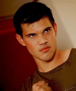 post a picture of taylor with a mad/angry face?