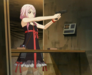 Please post a picture with an 日本动漫 character holding a gun.