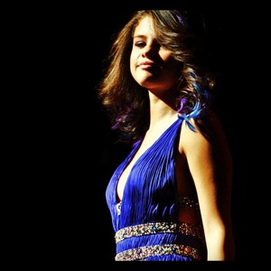 poat your fav.pic of selena