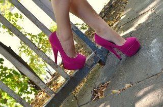 for (girls) what type of shoes do u like to wear??:D