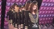 Why always hyoyeon is the back when Snsd perform? and why Yoona is always in the Center?