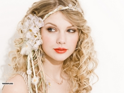 Post a pic of tay with a headband<3