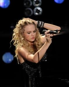 Taylor wearing a black dress ♥