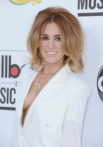 Post a pic of Miley from billboard awards 2012