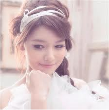 What is your opinion of Sooyoung? What do 당신 like/dislike and what do 당신 want to see 더 많이 of from her?
