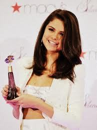 post of pic of selena with her fragrance