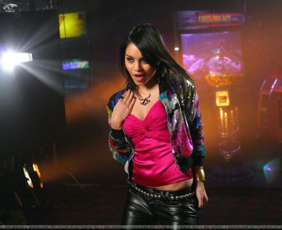 do a pic with vanessa hudgens Musik video say ok:)