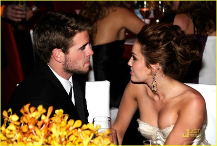 Hey Guys! Post a pic of Miley cyrus with Liam Hemsworth, Cute couple <3