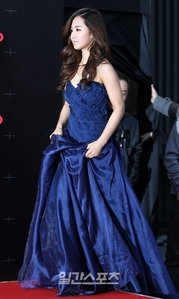 Post a 사진 of your fave member in blue dress 5 PROPS