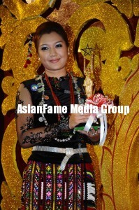 Do あなた know that Thet Mon Myint has been awarded Best female leading actress in 2011 Myanmar film organization awarding ceremony?