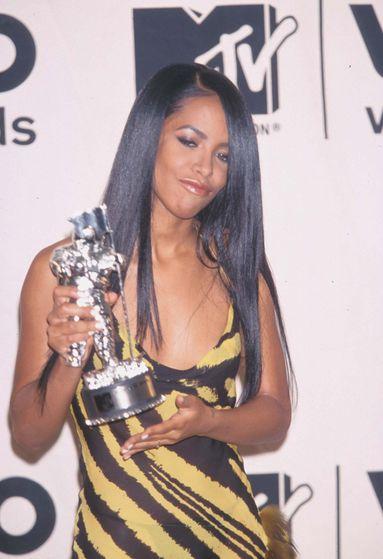 Rising Star wins her award for Best Female Video on MTV