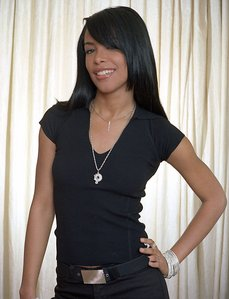 aaliyah strikes a pose in New York City, 2001
