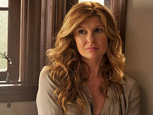"""At least I'll be out of this house."" Vivien (Connie Britton) was betrayed bởi the living, psychologically tortured bởi the dead, and came to the realization that she had been raped bởi something hideously inhuman in ""Rubber Man."""
