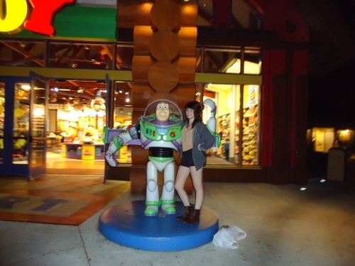 me n buzz are dating now, it's cool