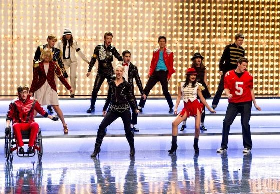 New Directions performing Michael Jackson.
