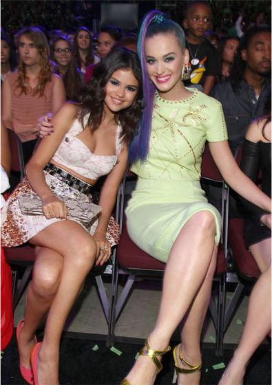 Selena With Katy Perry At Kids Choice Award 2012