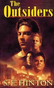 this is my copy of The Outsiders, the one i mostra Ponyboy