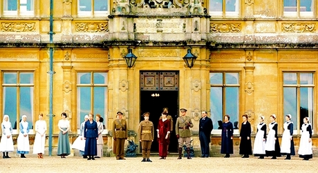 [b][u]Day 2 - A Show You Wish More People Were Watching[/u][/b] [i]Downton Abbey[/i] [u]Starring:[/