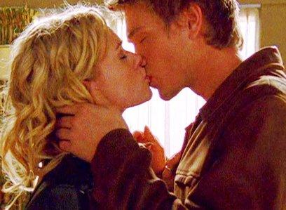 Day 20 - Favorite kiss  Lucas Scott & Peyton Sawyer (One Tree Hill 1x12)