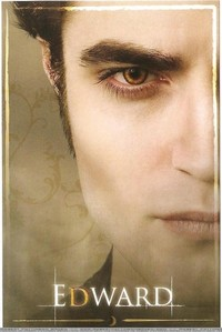 New moon book<br /> <br /> edward&#39;s green eyes or edward&#39;s golden eyes