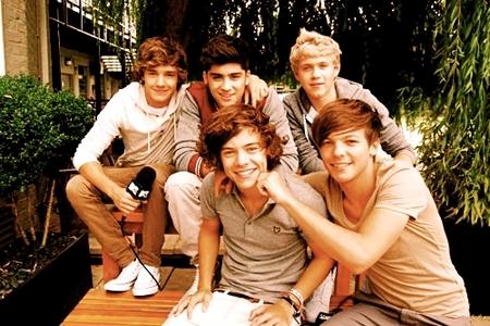 1)Lou 2)Nialler 3)Harry Zayn & Liam :)