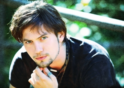 Vicki<br /> <br /> Next actor: Jackson Rathbone