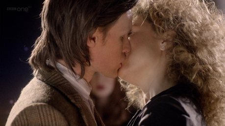 siku 5: Best Kiss? This is the most adorable kiss in Doctor Who history. <3