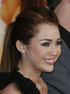 ROUND 7 MILEY WITH HER HAIR IN A PONYTAIL