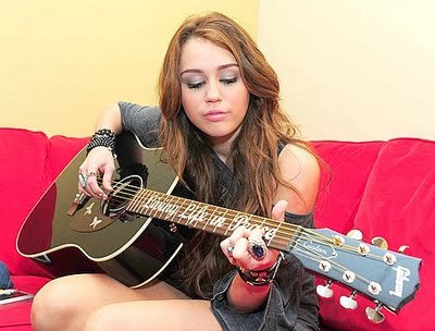 ROUND 20 IS OPEN MILEY WITH A GUITAR