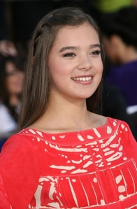 Okay, so imagine Ariel kind of like this, but with hazel eyes. Btw, this is Hailee Steinfeld who play